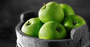 Táo xanh/táo đỏ giàu vitamin và chất xơ