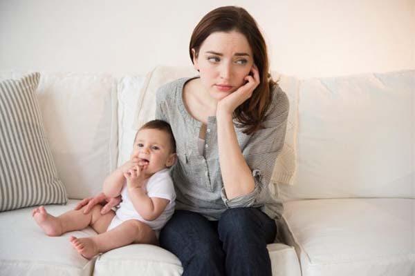 Căng thẳng, mệt mỏi là nguyên nhân khiến mẹ thiếu sữa sau sinh